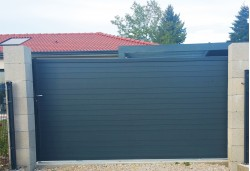 Portail aluminium coulissant Nameco gris 7016